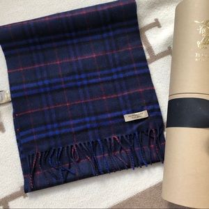 Auth BNWT Burberry cashmere scarf